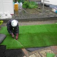 人工芝敷き