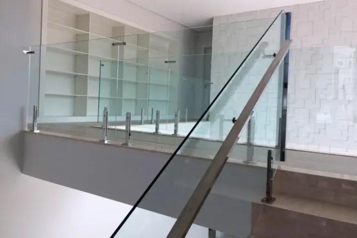 Torre para fixação de vidro