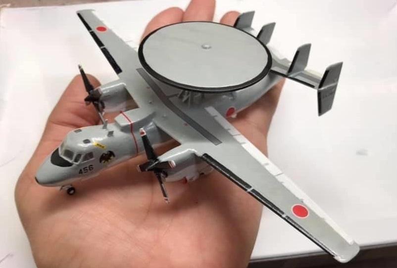 手に乗るE-2C