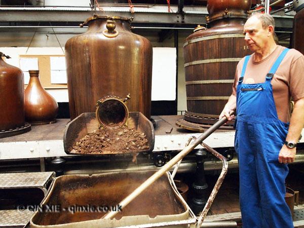 Removing distillates, Elixir d'Anvers, Antwerp, Belgium