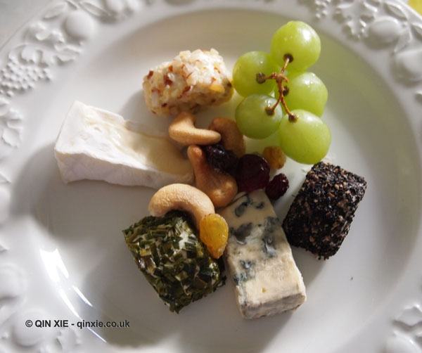 Cheese with nuts and fruit, Qin Xie Christmas 2013