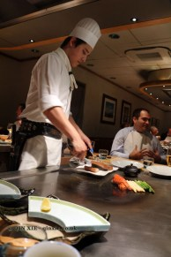 Chef cooking on the teppan, The Matsuri, St James