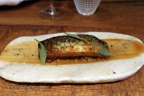 Caballa glaseada, berenjena asada a la llama, pimienta negra y limón (Glazed mackerel, grilled aubergine, black pepper and lemon), Ricard Camarena, Valencia