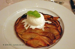 Apple tart tatin and ice cream, Vinum, Oporto