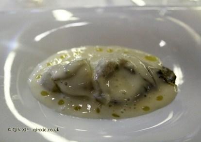 Valencian oyster, avocado, sesame and galangal horchata (Ricard Camarena), #AtxaAndreRicard at Azurmendi, Larrabetzu