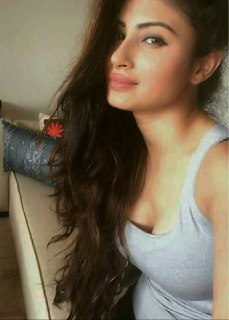 hot and unseen photos of Mouni Roy 2