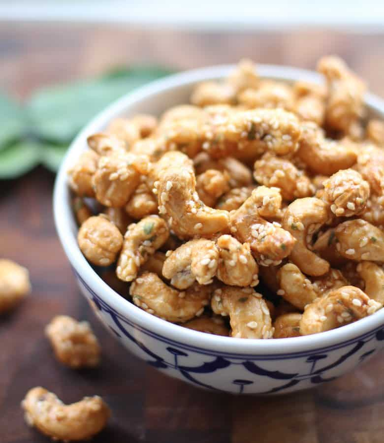 Sweet and Spicy Sriracha Roast Cashews