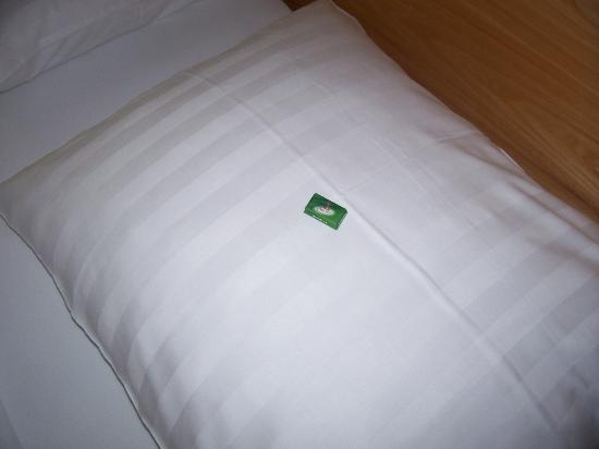 mints-on-the-pillows