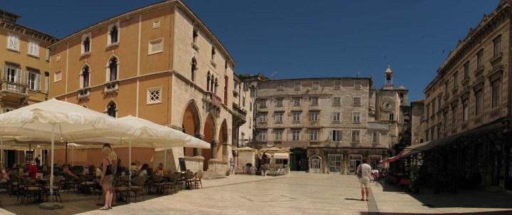 020717_Split_le_palais_devenu_ville_19