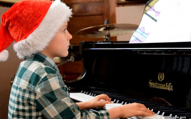 Christmas Piano Recital: Nikon MOM Captures Memories  #NikonMOMents