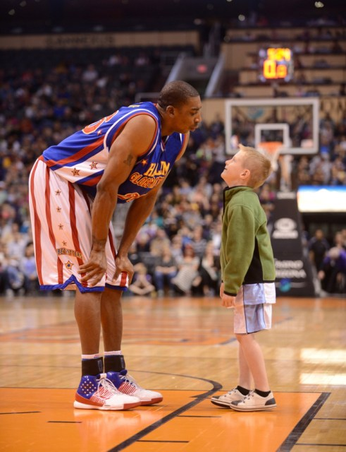 Hi-Lite Bruton and young fan, Harlem Globetrotters-90th-birthday