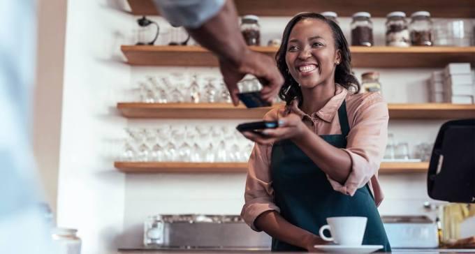 ilustrasi suasana kedai kopi pada artikel cara mendukung bisnsi kecil