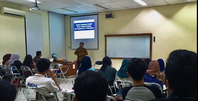 review kampus jurusan manajemen program ekstensi feb ui suasana kuliah di kelas