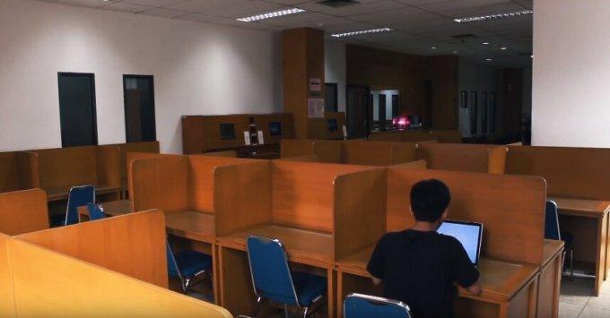 review kampus jurusan manajemen program ekstensi feb ui suasana perpustakaan