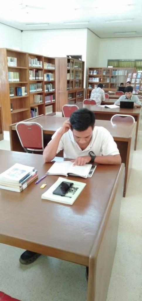 Suasana Perpustakaan di STFT Widya Sasana Malang