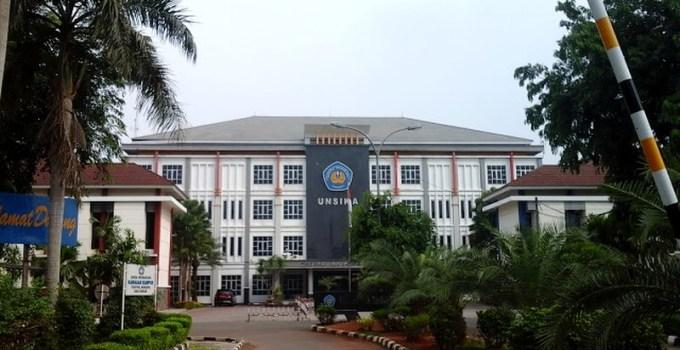 Tampak depan kampus Singaperbangsa Karawang