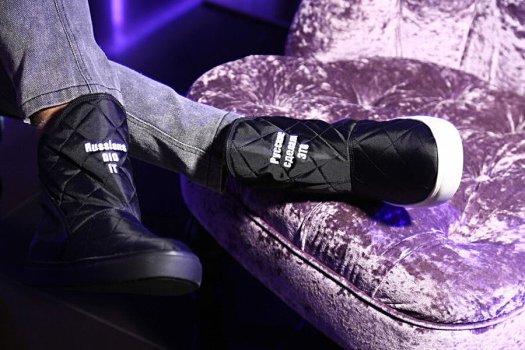 sepatu az art buah tangan khas rusia
