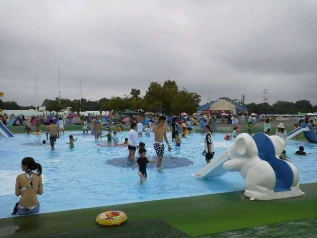 Spring Cherry blossoms and Summer Pools at Kawagoe Water Park | KAWAGOE