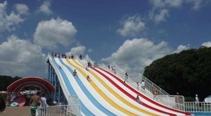 Summer pools at Saitama Water Park | AGEO