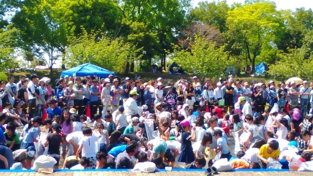 Fish catching event heisei no mori children's festival