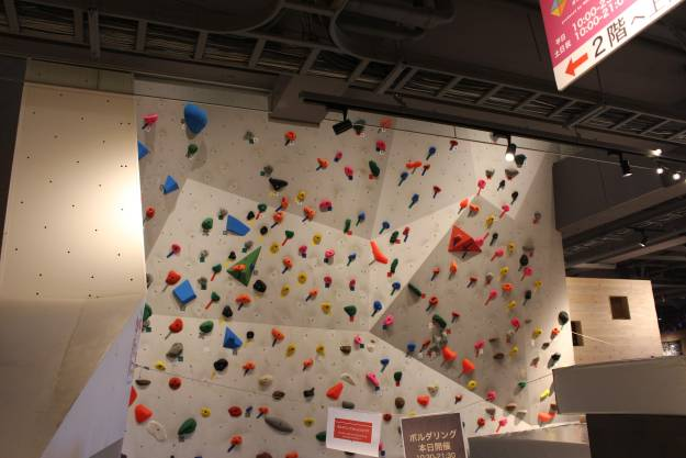 Climbing wall in Cafe Bivouac Kumagaya