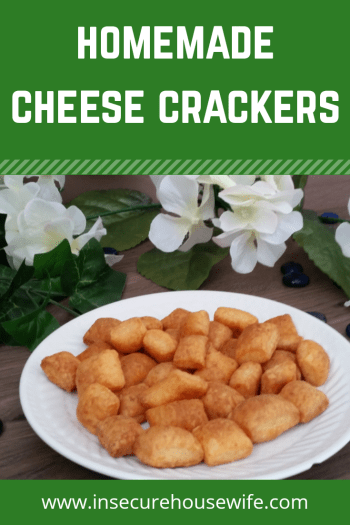 These homemade cheese crackers are a delicious and healthy option for a snack. Great in lunches, after school or on the road.