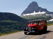 Mit dem Red Jammer Bus durch den Glacier National Park.- Foto: Montana Office of Tourism
