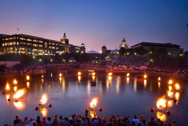 WaterFire in Providence, Rhode Island. - Foto: Providence Warwick Convention & Visitors Bureau
