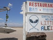 Aliens auf dem Highway treffen. - Foto: Travel Nevada