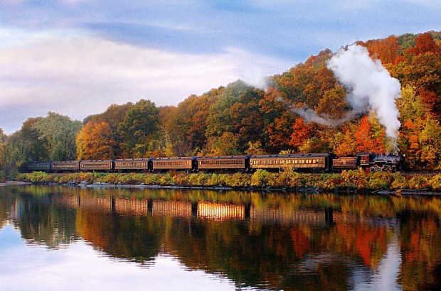 Durch das malerische Connecticut River Valley mit dem Essex River Steam Train. - Foto: Jody Dole