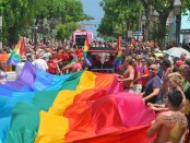 Key West Pride Parade mit Regenbogenfahne. - Foto: Florida Keys News Bureau