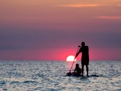 Per SUP in den Sonnenuntergang. - Foto: Discover Long Island
