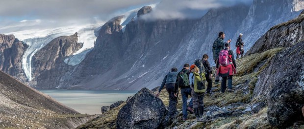 Wandern auf Baffin Island. - Foto: One Ocean Expeditions/Roger Pimenta