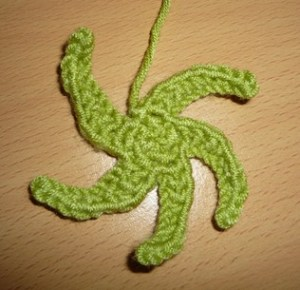 Crochet pattern applique flower 5 petals