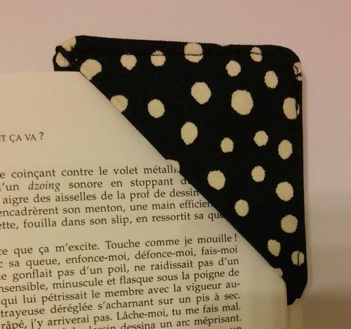 couture marque page en coin de livre