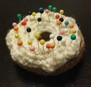 Crochet #13 : Coussin à épingles Donut