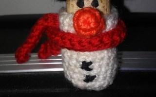 crochet wine cork snowman