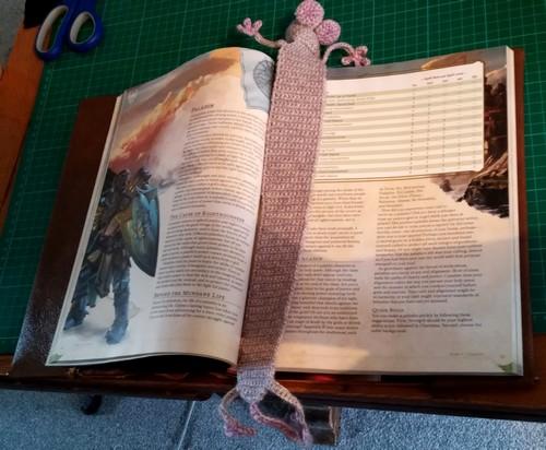 crochet rat de bibliotheque marque page