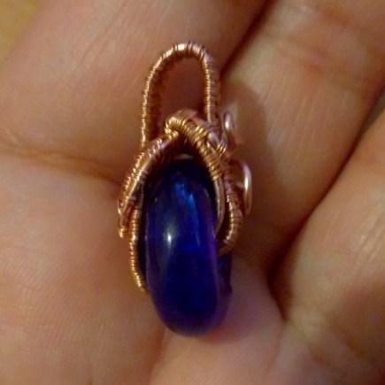 Tissage de fil de cuivre pendantif pierre bleue a trou