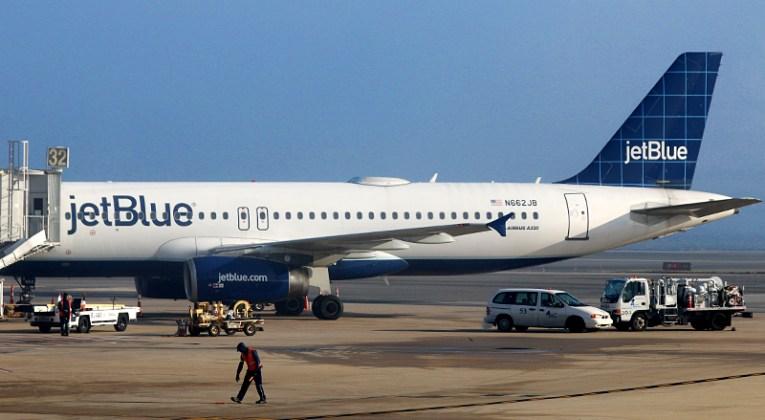 JetBlue Airways A318-321 airplane