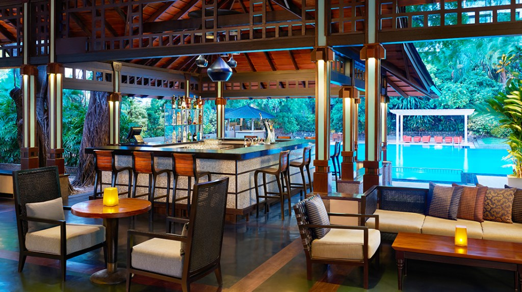 Breeze Bar at Cinnamon Grand Colombo