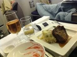 British Airways, Oneworld, British Airways ervaringen, Club World, Dubai, Review British Airways, British Airways catering, Business Class, Londen-Heatrow, Upgrade, Brits rundvlees, Castelnau Rosé Champagne