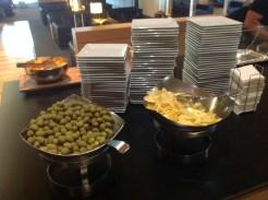 Olijven, chips, VIP Lounge