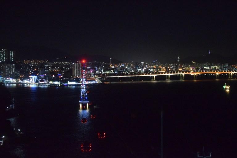 Uitzicht op de stad vanuit de Songdo Air Cruise
