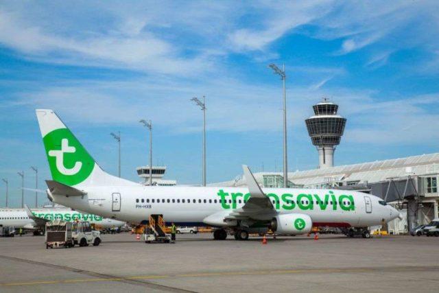 Boeing 737 van Transavia aan de gate