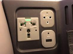 Stopcontact en aansluitingen voor USB en koptelefoon