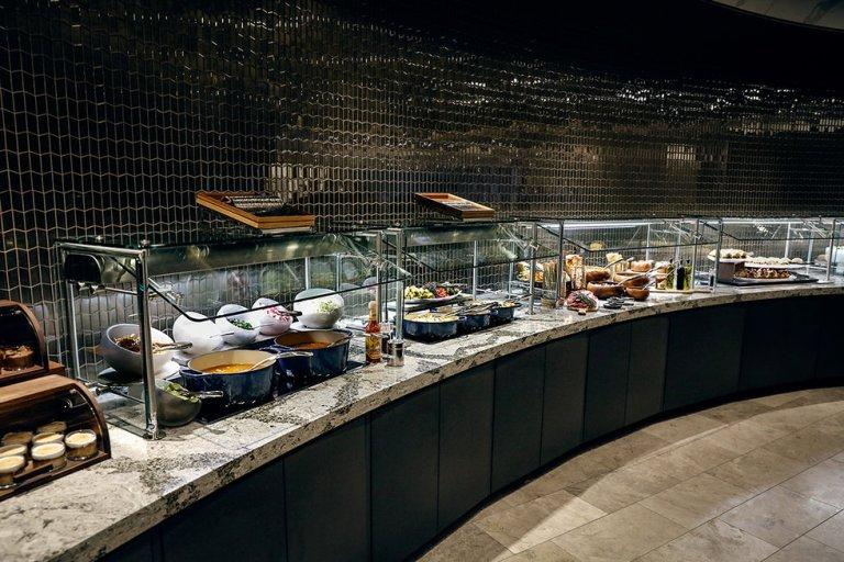 Het uitgebreide buffet met lokale en internationale gerechten (Bron: United)Het uitgebreide buffet met lokale en internationale gerechten (Bron: United)