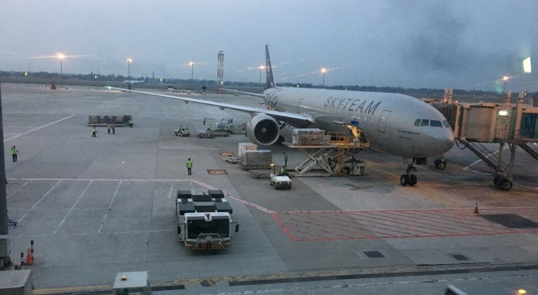 Review KLM World Business Class Jakarta - Kuala Lumpur - Fifth Freedom