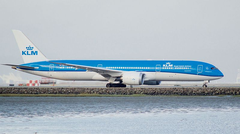 De Boeing 787-9 Dreamliner van KLM (Registratie PH-BHD) op de luchthaven (Bron: KLM)