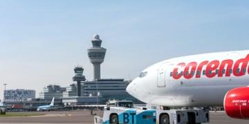 Een Boeing 737 van Corendon wordt ingezet voor de duurzame taxi-test op Schiphol (Bron: Fotografie voor Schiphol / ROGER CREMERS)